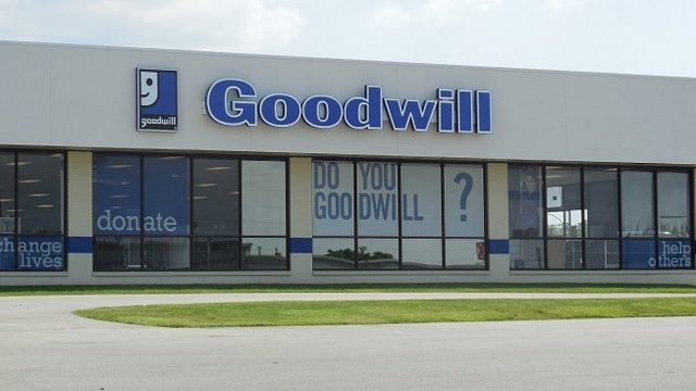 Couple accidentally donates bag with $100000 to Goodwill