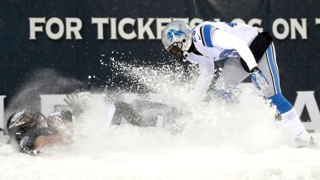 McCoy carries Eagles through snow, past Lions