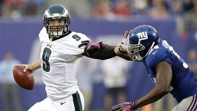 Foles replaces injured Vick, leads Eagles past Giants