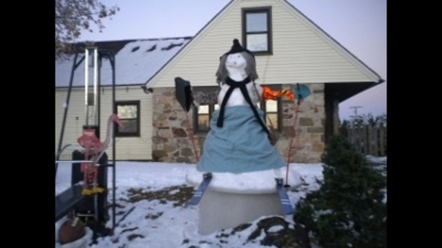 recycled snow man_23418076