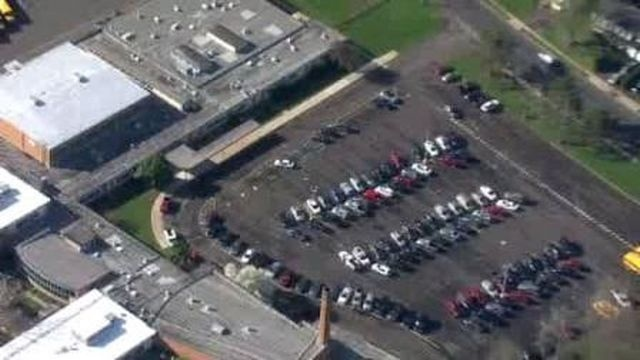 Contractor didn't sign in, causes lock down at high schools