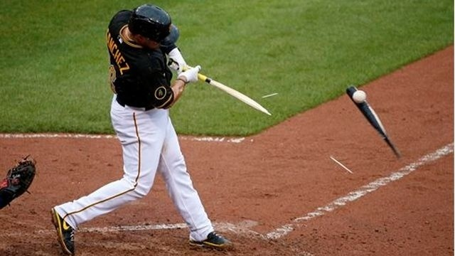 Cubs edge Pirates 3-2 to pick up first win