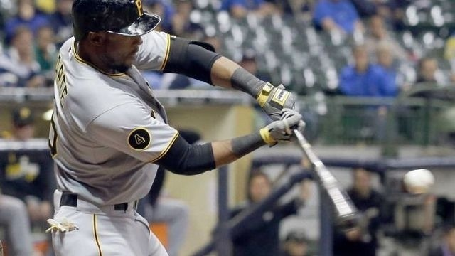 Stewart's single in 9th helps Pirates beat Brewers