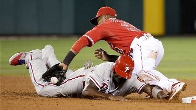 Angels rally in 6th for 7-2 win over Phillies