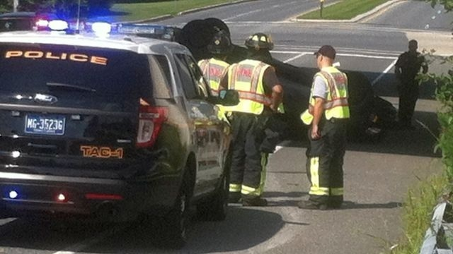 Car rolls onto roof beneath Route 222 overpass in Spring