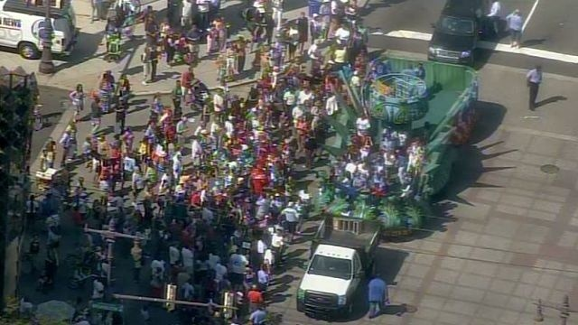 Philadelphia honors Little League baseball team with parade