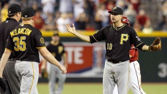 D-backs top Pirates in 10th when throw hits runner