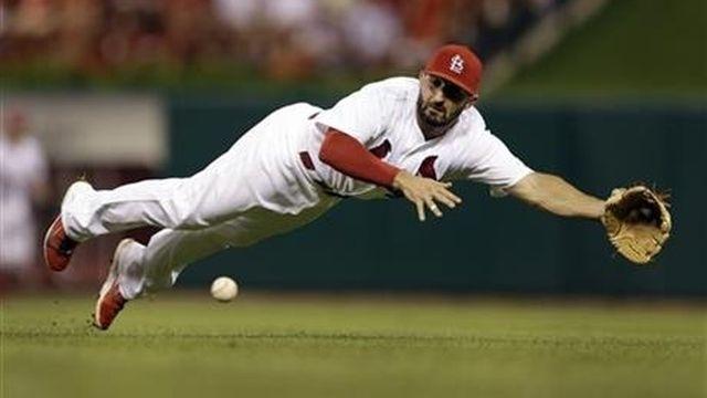 Wainwright wins 16th, Cardinals beat Pirates