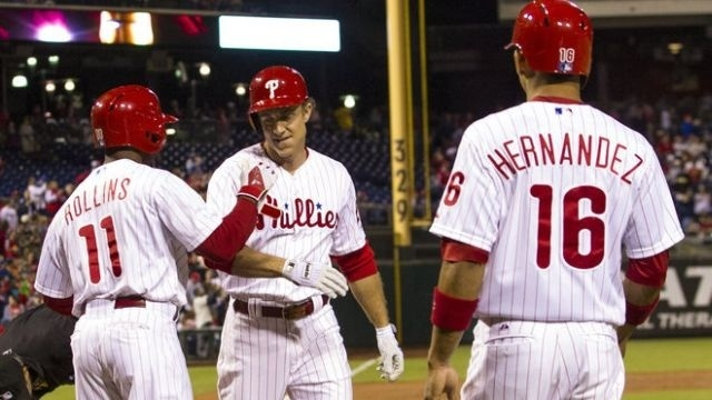 Lee uses arm and bat to help Phillies beat Marlins