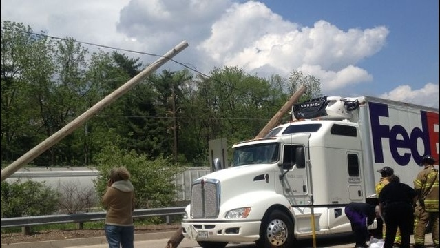 FedEx truck takes out power pole in Wyomissing