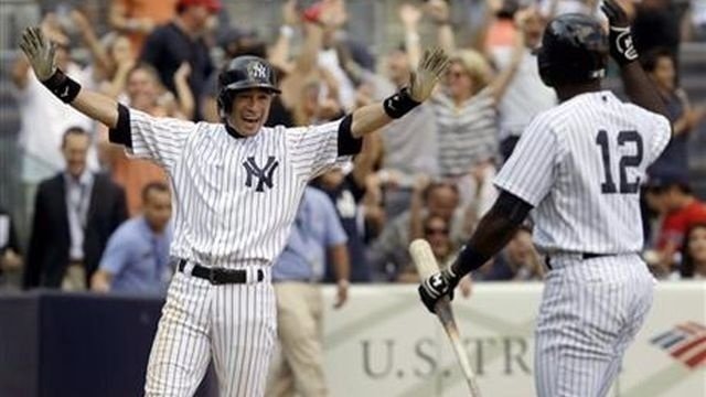 Yankees overcome Mo's blown save, beat Red Sox 4-3