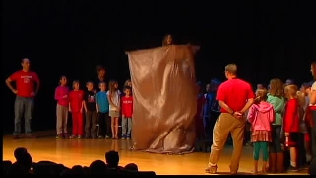 International illusionist performs at high school