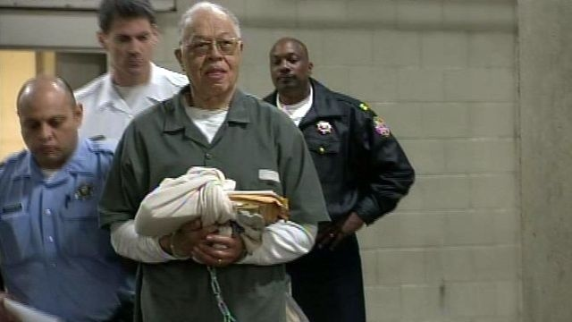 Convicted abortion doctor Kermit Gosnell signs US drug plea