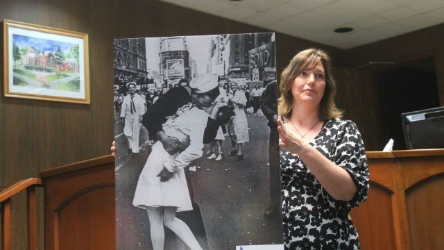 Domestic abuse group wants to 'change the conversation' in Warren County