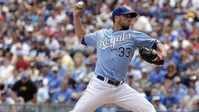 Shields pitches Royals to 2-1 win over Yankees