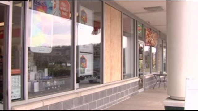 Lower Saucon police search for Radio Shack smash-and-grab suspects