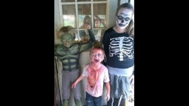 Kids ready for Halloween_22729982