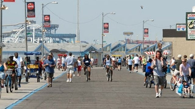 NJ town to restrict baggy pants on boardwalk