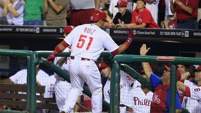 Young, Ruiz helps Phils beat Giants to snap skid