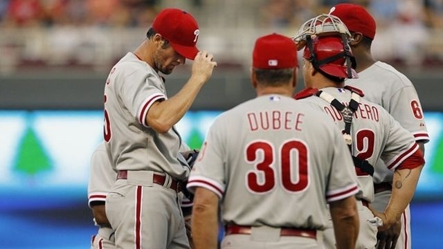 Twins hand Phillies their fourth straight loss
