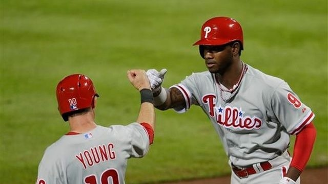 Lannan (knee) leaves Phillies' 6-3 loss to Braves