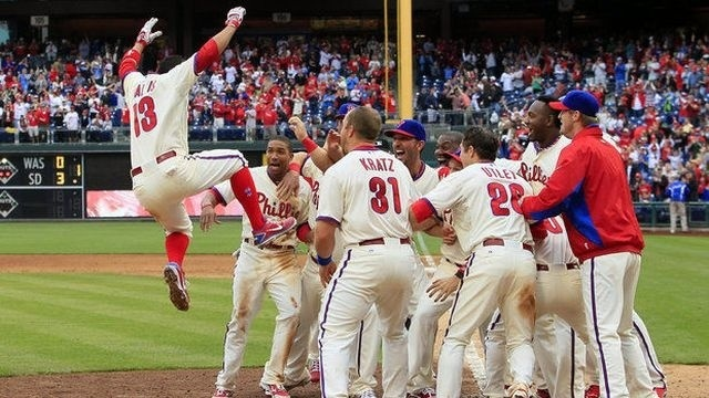 Phillies win in back-to-back homers in 9th against Reds