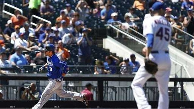 Royals win for 11th time in 12 games, beat Mets 6-2