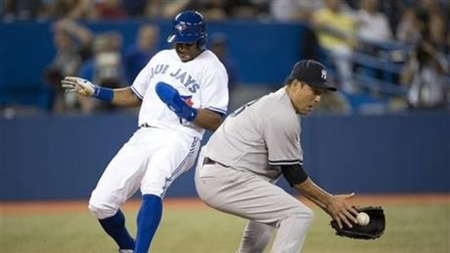 Encarnacion homers, Blue Jays beat Yankees