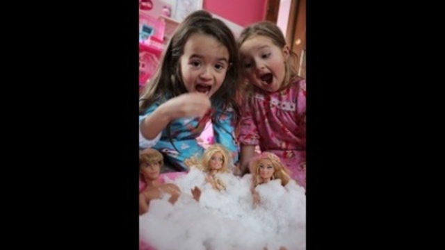 Barbies in a Snow Tub_24033780
