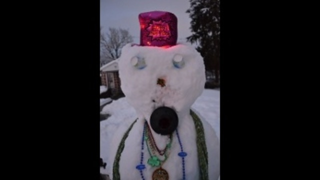 Lite up hat on my snowmans head_24270862