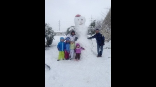 gigantic snow man_24269888