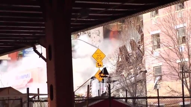 (img3)Uncut video_ Deadly gas explosion, collapse in Harlem_24939024