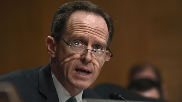 After gun votes, GOP's Pat Toomey slides to C-rating from NRA
