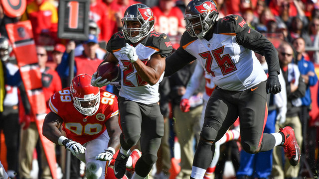 Buccaneers finally find end zone, beat Chiefs 19-17