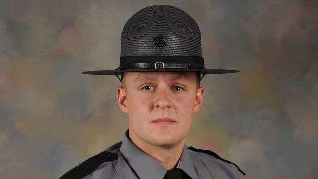 Hundreds pay respects to Pennsylvania trooper killed on duty