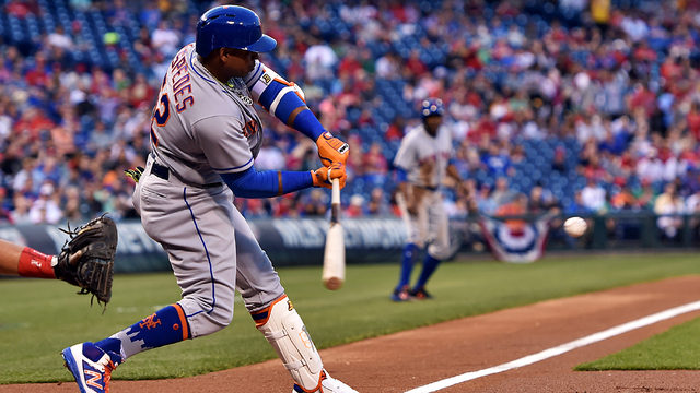Cespedes hits 3 HRs, Harvey leaves with injury in Mets win