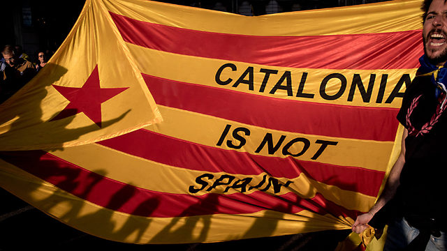 Protesters rally against Catalan Independence